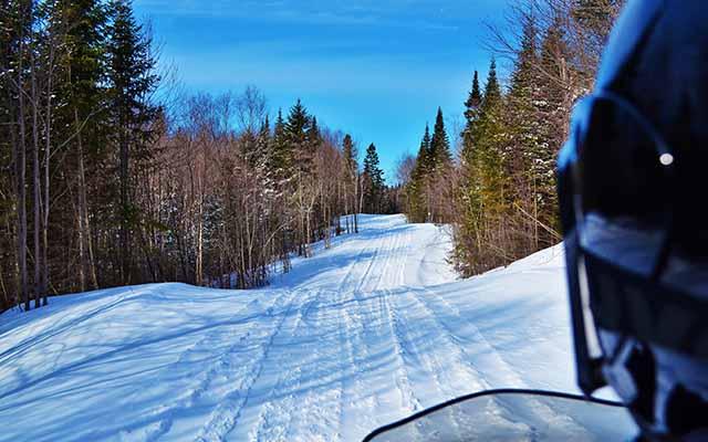 Planet Ride : Voyage à motoneige en Suède