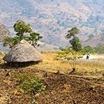 Découverte des habitations traditionnelles lors de voyage a moto enduro avec fred au Kenya Planet Ride