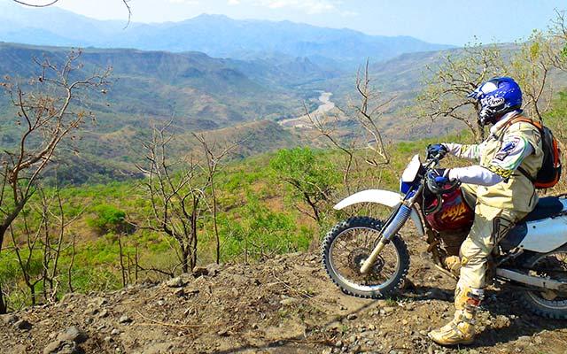 Le grand rift lors de votre voyage a moto enduro avec fred au Kenya Planet Ride
