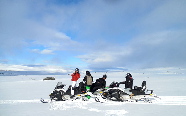 Snowmobile Raid Lapland Finland-en route to the Arctic