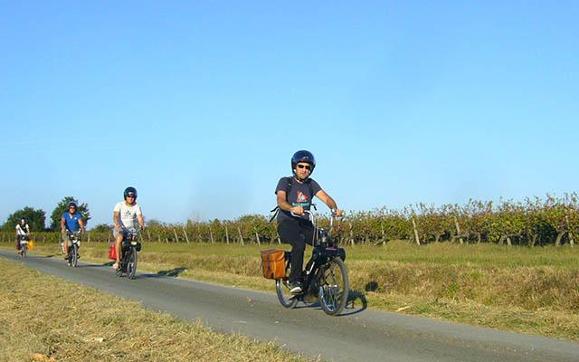 Voyage en France en scooter et mobylette avec une agence de voyage locale