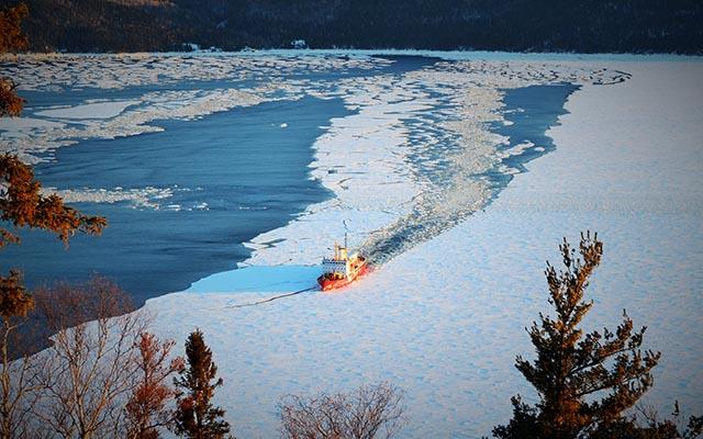 Brise glace sur le Saint-Laurent - Raid motoneige Canada, Charlevoix
