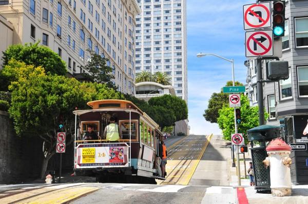 San Francisco - le Tramway dans les rues en pente