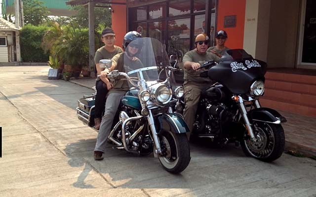 Travel a motorcycle in Thailand with Bruno Planet Ride