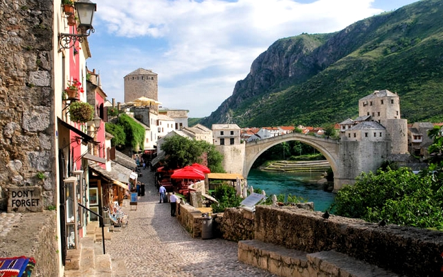 planet-ride-voyage-europe-capitales-camping-car-bosnie-mostar-pont-ruelle