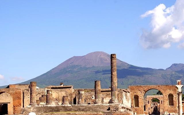 planet-ride-voyage-italie-du-sud-camping-car-pompéi-ruines-montagnes