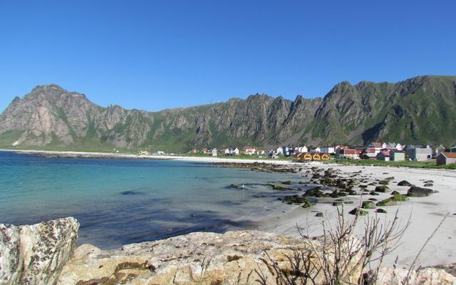 planet-ride-voyage-norvège-camping-car-cap-nord-maisons-plage-falaises