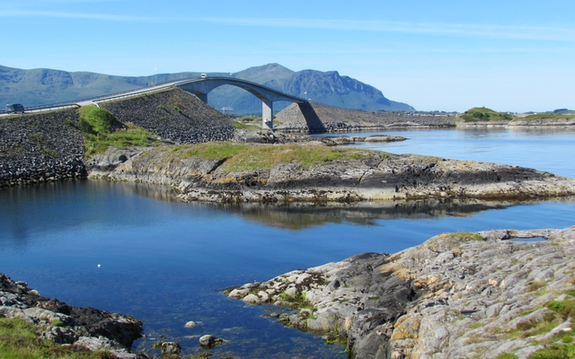 planet-ride-voyage-norvège-camping-car-cap-nord-pont-nature-rochers-fjord