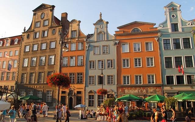 planet-ride-voyage-pologne-camping-car-route-architecture-gdansk-maisons-colorées