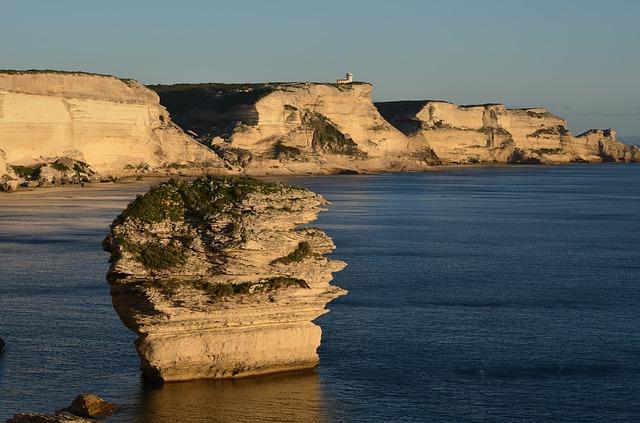 Bonifacio : Voyage en Corse en camping-car avec Planet Ride