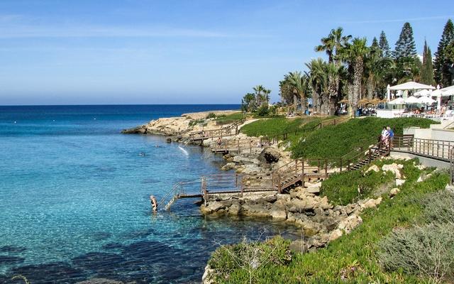 Voyage  Chypre en scooter et mobylette avec une agence de voyage locale