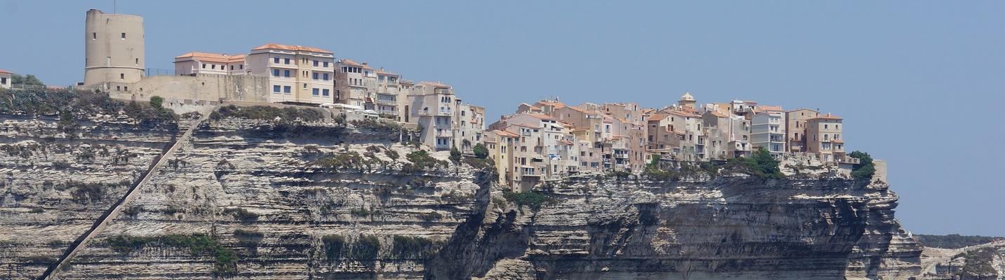 planet-ride-voyage-corse-jetski-bonifacio-falaises-mer-bâtiments