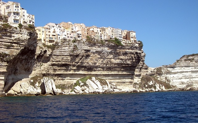 planet-ride-voyage-corse-jetski-falaises-blanches-bonifacio