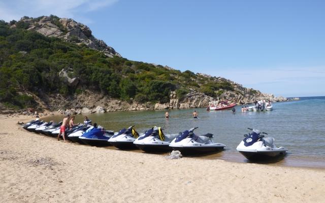 planet-ride-voyage-corse-jetski-plage-véhicules-1