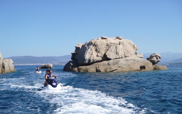Voyage en France en jet-ski avec une agence de voyage locale
