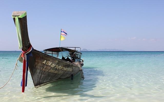 planet-ride-voyage-thaïlande-moto-bateau-eau-transparente