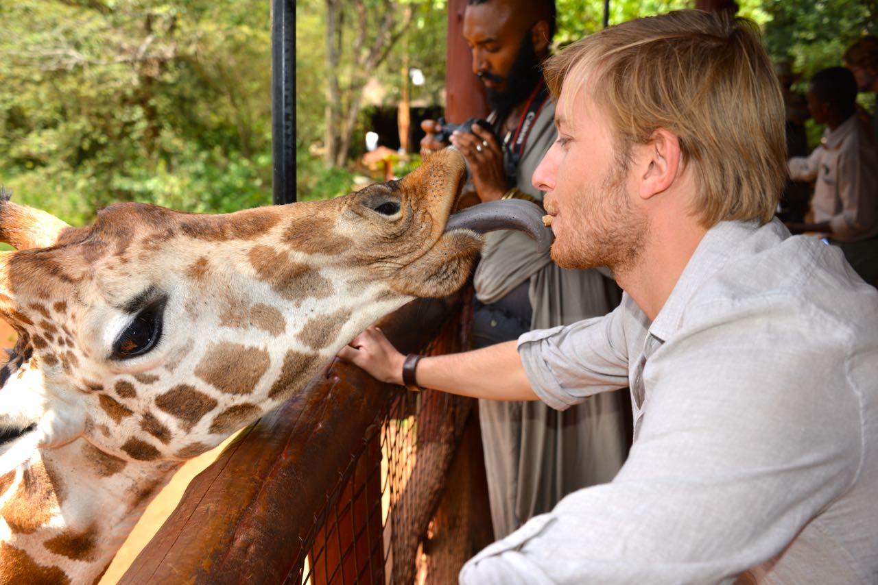 Victor Mathys - The Trip - Planet Ride - sur la trace des explorateurs - girafe