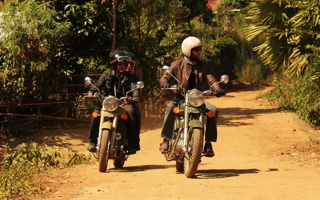 planet-ride-voyage-thailande-moto-rider-piste-royalenfield