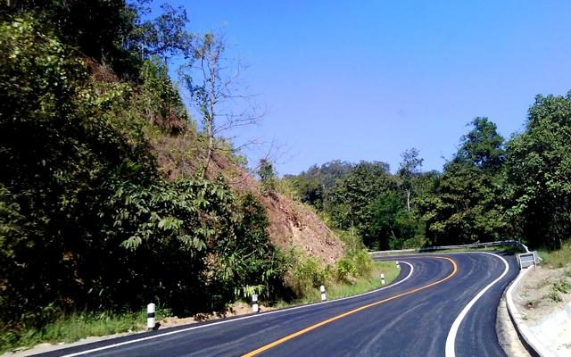 planet-ride-voyage-thaïlande-moto-route-paysage-végétation