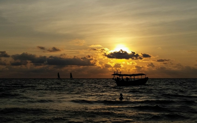planet-ride-voyage-cambodge-moto-3-fleuve-coucher-soleil