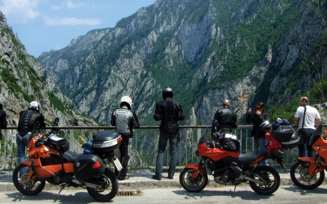 planet-ride-voyage-montenegro-moto-4-canyon-moraca-moto