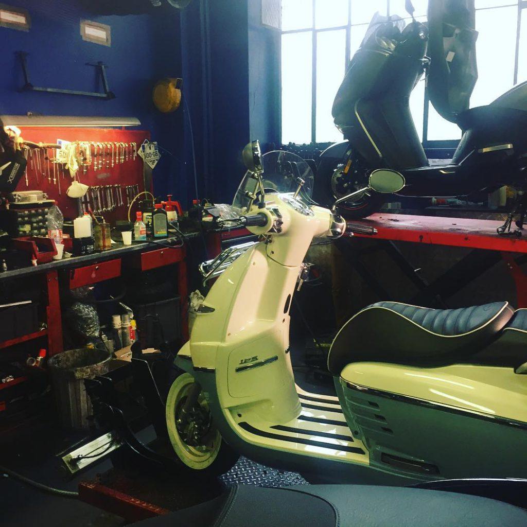 django adventure peugeot scooters atelier