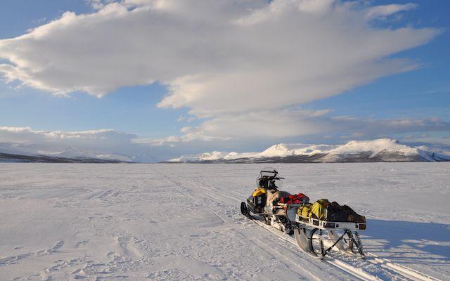 motoneige laponie au Lac de Kilpissjarvi