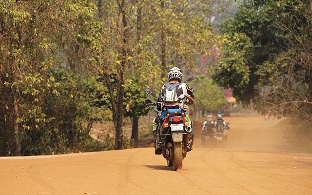 Voyage au Cambodge à moto avec une agence de voyage locale