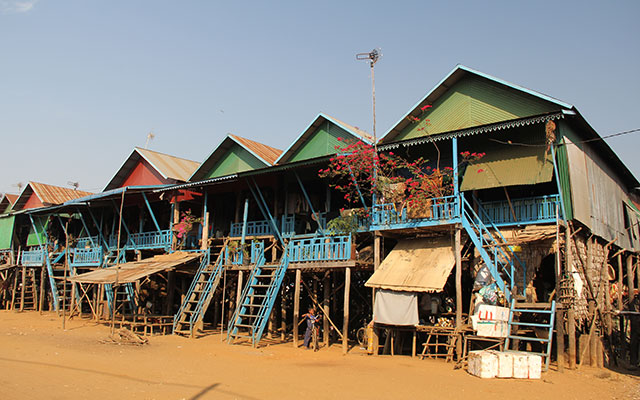 planet ride voyage moto cambodge habitats
