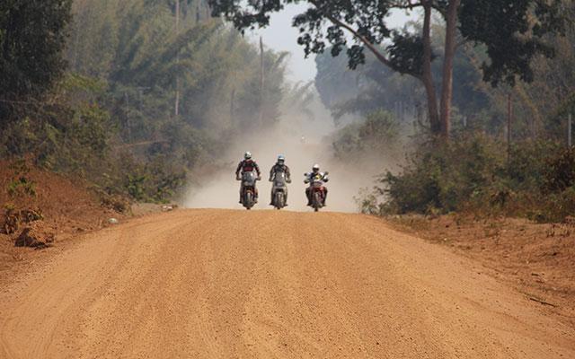 planet ride voyage moto cambodge horizon