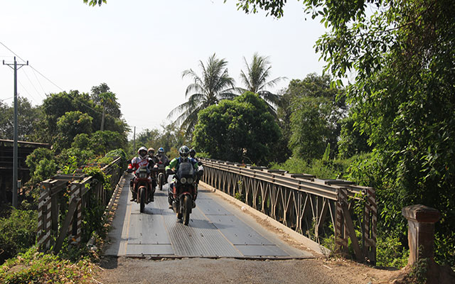 planet ride voyage moto road trip cambodge pont
