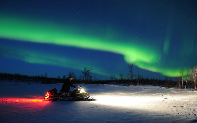 Planet Ride Lapland Snowmobile Aurora Boreale