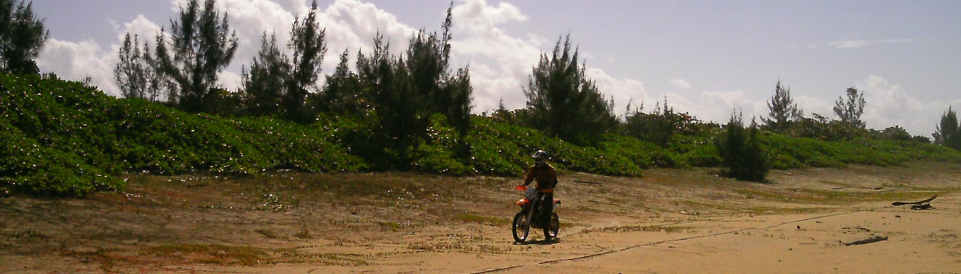 planet-ride-madagascar-ktm-plage-nature