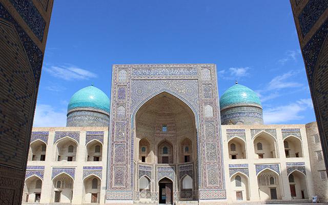 planet ride voyage ouzbekistan monument cour