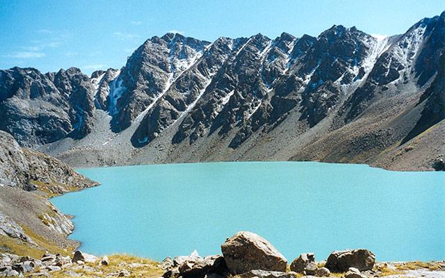 road trip kazakhstan lac alakol
