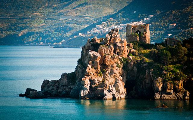 rocher mer voyage moto italie planet ride