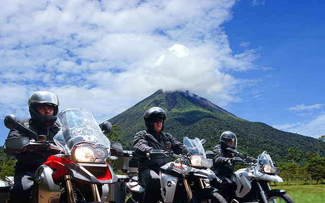 road trip costa rica planet ride paysage volcan riders