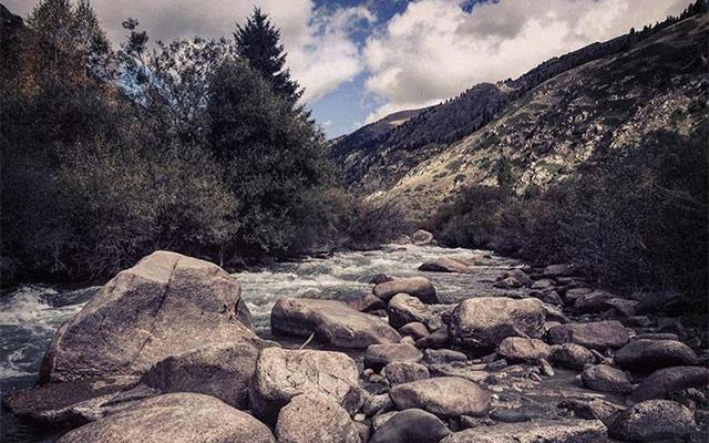 rivière voyage kirghizistan