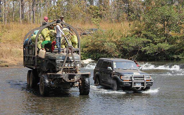 rivière traversée raid Mékong