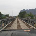 Traversée d'un pont en 4x4 circuit Cambodge