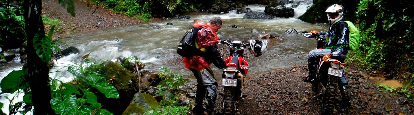 voyage-moto-enduro-coasta-rica-riviere-planet-ride