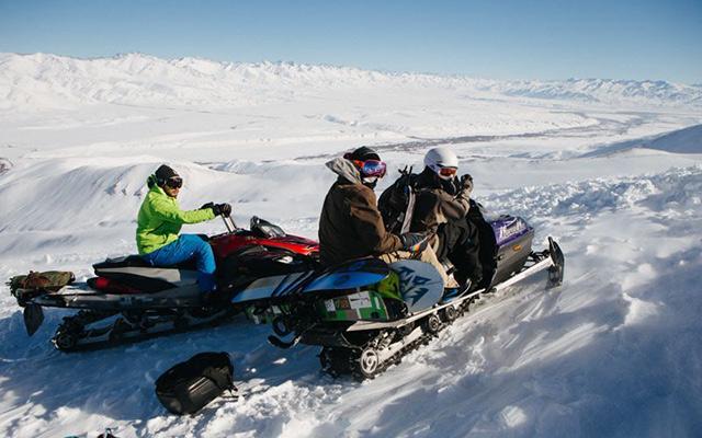 Vacances au Kirghizistan motoneige