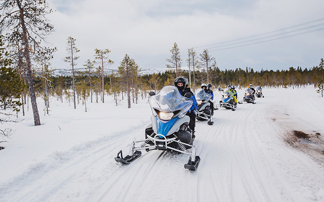 snowmobile expedition in canada