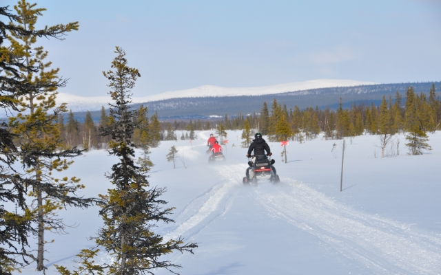Planet Ride : Snowmobile Trips and Expeditions to Finland